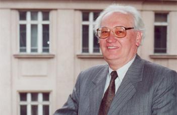 Elhunyt Bolla Kálmán